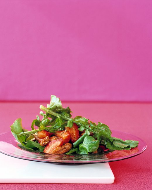 клубничный салат