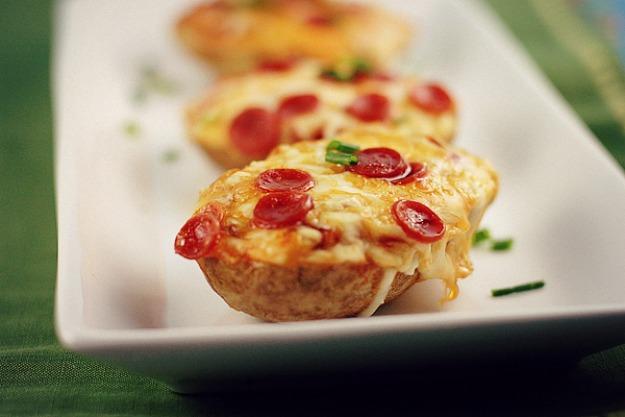 Пицца, запечённая в картофеле