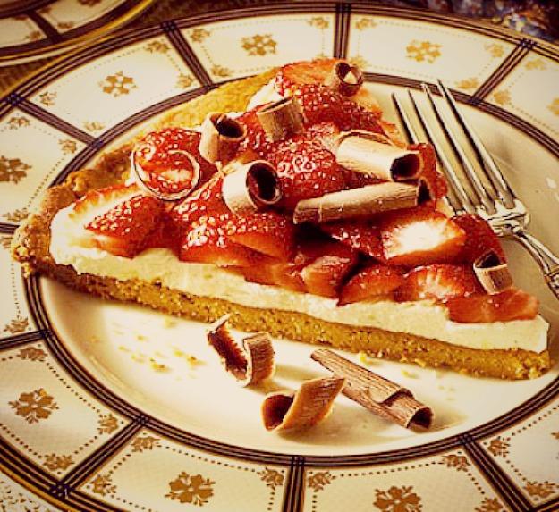 Сладкая пицца с клубникой и сыром маскарпоне